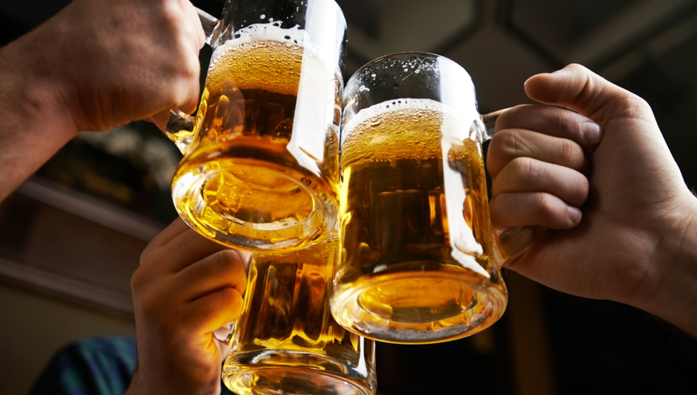 Bitcoin supporters raises a Glass of Beer as price rises.